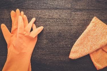 Afbeelding van rubberen handschoenen voor schoonmaakwerkzaamheden.